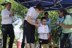 Ivan con su diploma